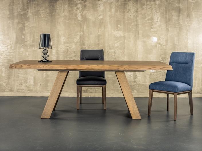 Τραπέζι σε μοντέρνα γραμμή με φάλτσες πλευρές