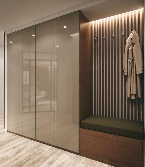 Τετράφυλλη ανοιγόμενη ντουλάπα με πόρτα mdf πολυεστερικής λάκας